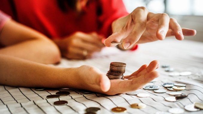 Monety ręka - liczenie zdolności kredytowej